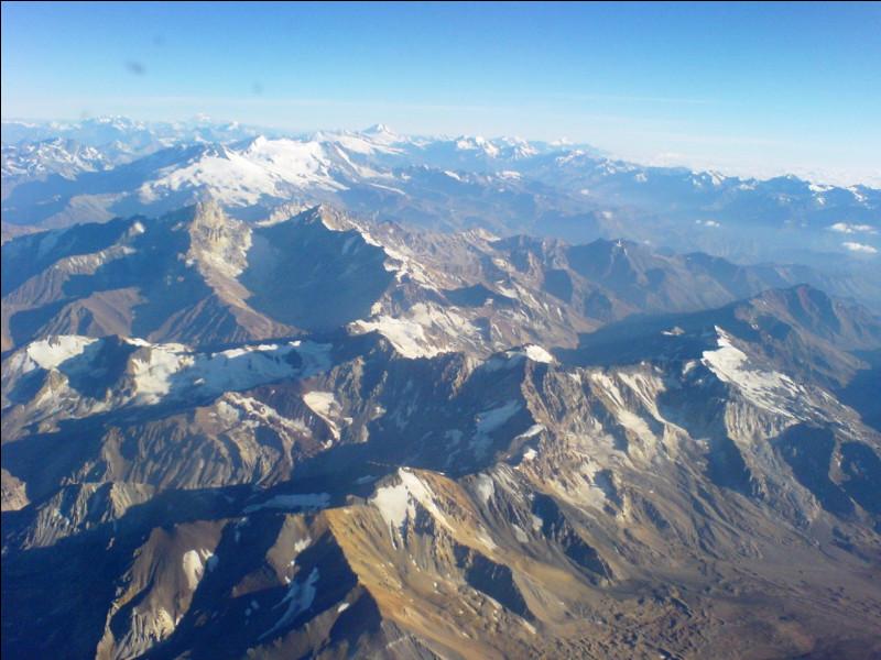 A quel hémisphère la Cordillère des Andes appartient-elle ?
