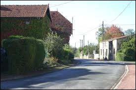Commune néo-aquitaine, dans l'arrondissement de Saint-Jean-d'Angély, Nachamps se situe dans le département ...
