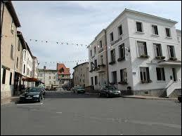 Nous sommes en Auvergne-Rhône-Alpes, à Courpière. Ville de l'arrondissement de Thiers, dans le parc naturel régional Livradois-Forez, elle se situe dans le département ...