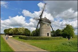Voici le moulin-tour de Frouville-Pensier à Ozoir-le-Breuil. Village Eurélien, il se situe en région ...