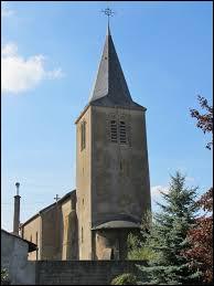 Nous sommes dans le Grand-Est devant l'église Saint-Auteur de Rezonville. dans le parc naturel régional de Lorraine, il se situe dans le département ...