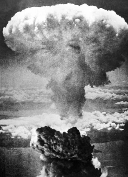Citation de Philippe Geluck : ''Le 1er janvier 1945 à Hiroshima, les gens s'étaient souhaité une bonne et heureuse année.''Quel événement a eu lieu à Hiroshima cette année-là ?