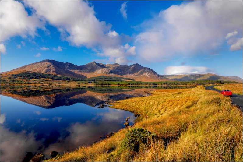 Quel est le nom de l'interprète de la chanson ''Les Lacs du Connemara'' ?