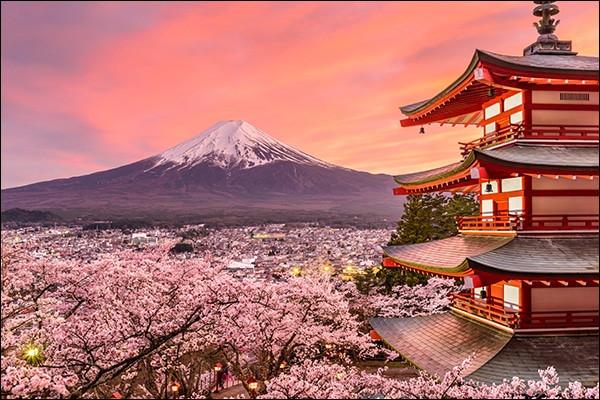 À quel groupe devons-nous le tube ''Big in Japan'' ?