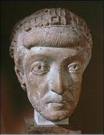 17 janvier 395 : Disparait le dernier empereur romain à régner à la fois sur sur l'Orient et l'Occident. Quel est son nom ?