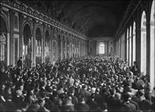 10 janvier 1920 : Entre en vigueur le traité de Versailles. À quelle date a été signé ce fameux traité dans la fameuse galerie des Glaces de ce château ?