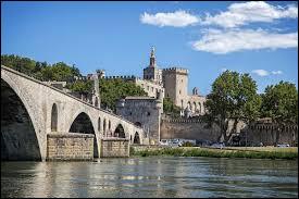 Dans quel département se situe Avignon ?