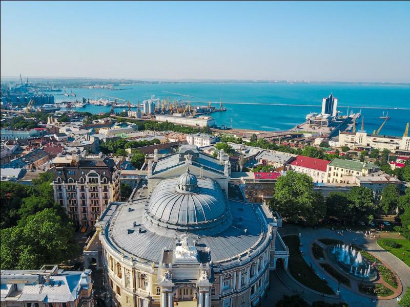 Grande ville ukrainienne, port sur la mer noire :