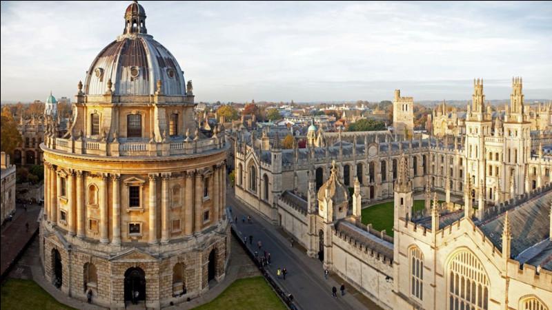 Ville de 150 000 habitants, située dans le sud de l'Angleterre, célèbre pour son université :