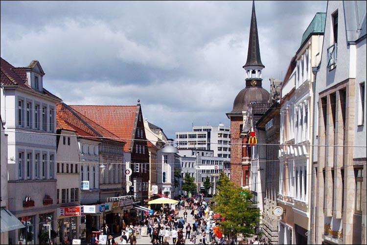 Ville allemande de 160 000 habitants, située dans le land de Basse-Saxe, près de Brême :