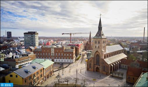Ville danoise de 175 000 habitants, la troisième du pays, située sur l'île de Fionie :