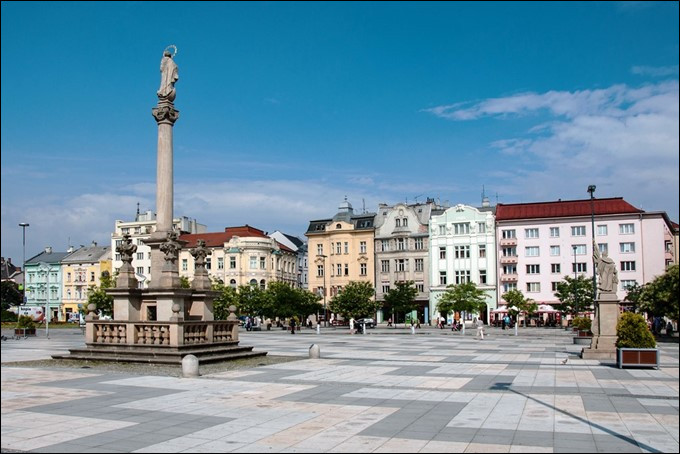 Ville de 280 000 habitants de la République tchèque, située dans la nord-est du pays, aux limites de la Moravie et de la Silésie tchèque :