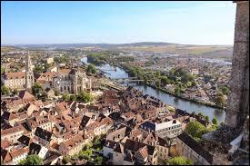 Dans quel département se situe Auxerre ?