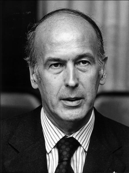 Le 2 décembre, l'ancien président.......décède à Authon.
