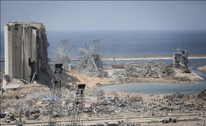 Le 4 août, deux explosions surviennent dans le port de....