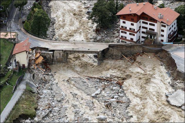 Le 2/3 octobre, la tempête ---- fait rage dans le sud de la France et dans plusieurs pays d'Europe. Complétez.
