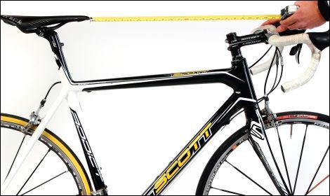Tu as envie de devenir coureur cycliste et il te faut un vélo. Tu fais 1,75 m et la mesure de ton entrejambes est fixée à 80 cm.Quelle hauteur de selle choisiras-tu ?
