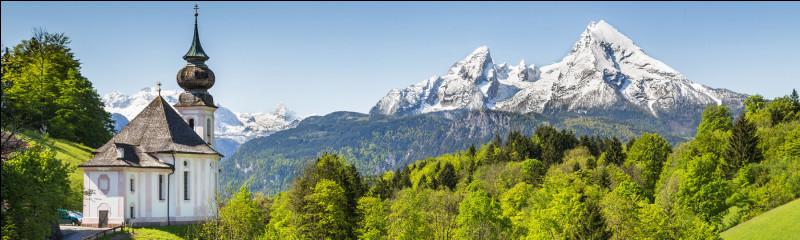 Dans quel pays est située la ville d'Interlaken ?