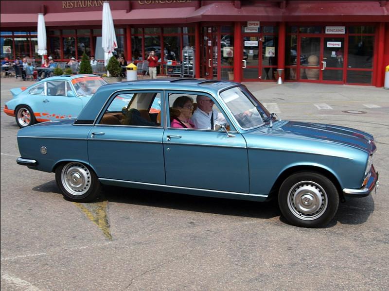À l'époque, le levier de vitesse chez Peugeot est encore souvent placé ...