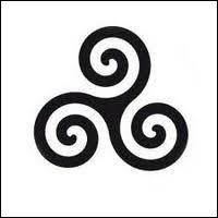 Comment s'appelle ce symbole celtique représentant trois spirales entrecroisées ?