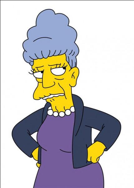 Comment la mère de Seymour Skinner s'appelle-t-elle ?