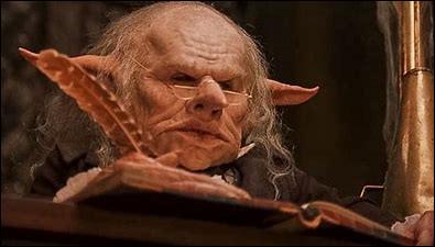 Comment s'appelle le gobelin qui conduit Harry à sa chambre forte la première fois ?
