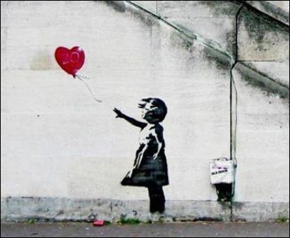 """Quel """"street artist"""" anonyme utilise des pochoirs pour réaliser des messages politiques ou d'humour ?"""