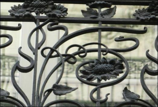 """Quel est ce mouvement artistique qui a révolutionné les arts décoratifs français, également connu sous le nom de """"style nouille"""" ?"""