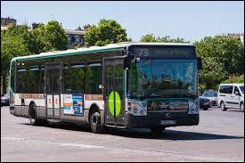 Qu'est-il important de faire, quand nous montons dans un bus ?