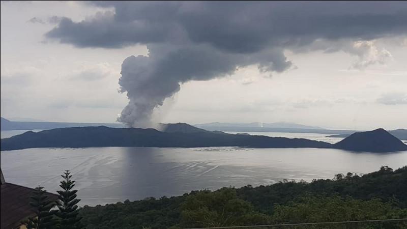 Quel est le nom de ce volcan situé aux Philippines ?