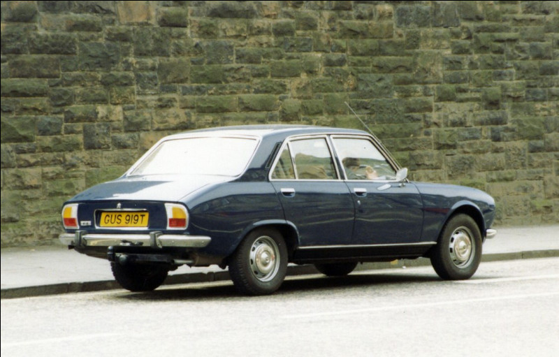 Durant sa carrière, la 504 aura été vendue à ... millions d'exemplaires, dont les coupés et cabriolets dessinés par ... !
