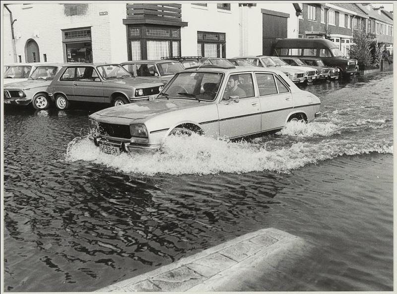 Peugeot sort aussi ce très intéressant modèle amphibie, vers le milieu des années 70 !