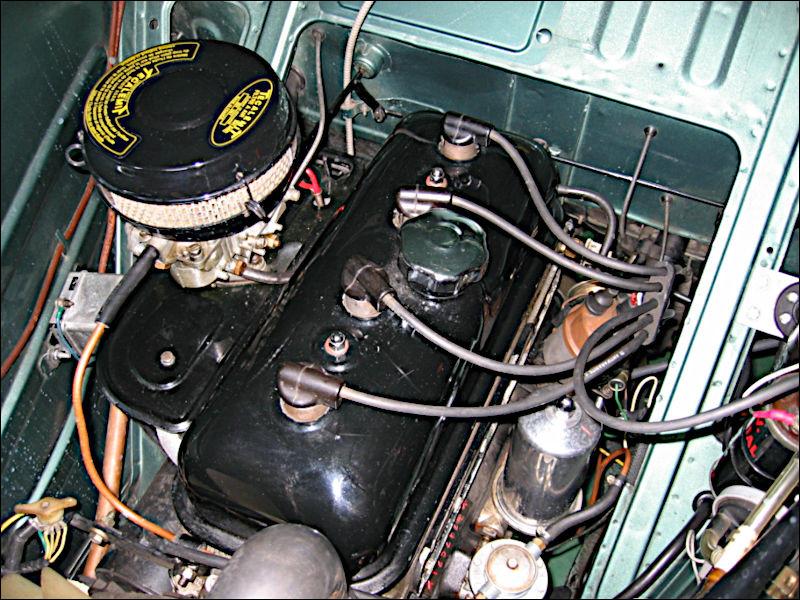 Le moteur est moderne et consomme peu (7 à 9 l/100 km), ce qui est dû aussi à la légèreté que lui confère son matériau ...