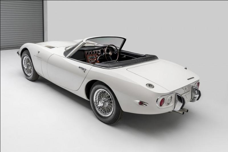 """Pour réaliser ce modèle, le constructeur """"dissèque"""" et analyse une Jaguar Type E, une Lotus Elan, une Triumph TR2, une MGB et une ..."""