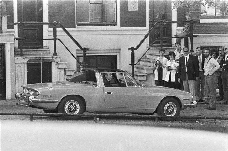 Il y aura tout de même une voiture anglaise, dans ce film : quelle est-elle ?