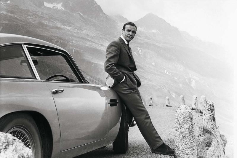 """Le modèle """"DB5"""" n'est pas le premier conduit par Sean Connery : il apparaît dans """"Goldfinger"""" (1965). Quelle était la marque, déjà ?"""
