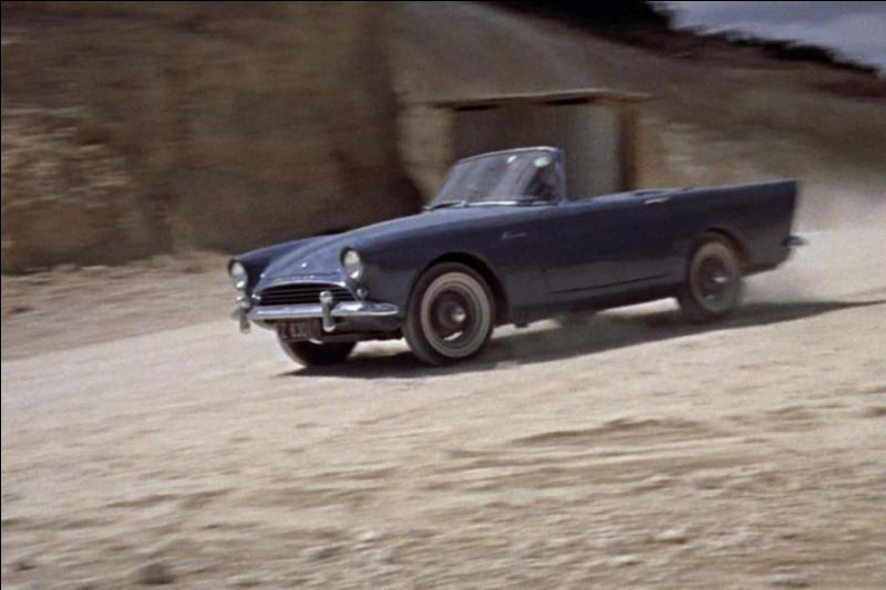 """La 1e fut en réalité celle-ci, dans """"Dr No"""" (1962) : c'est une ..."""