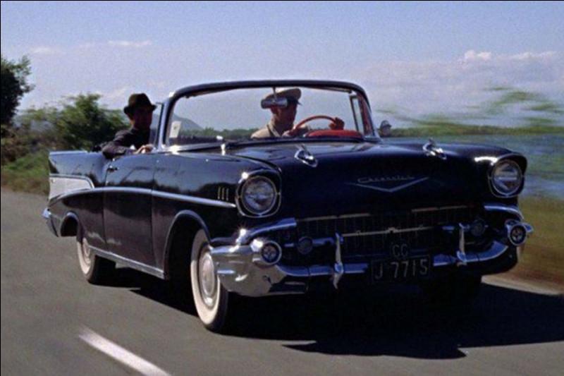 Là, bien qu'étant dans le même pays, la conduite est à gauche... et le volant aussi ! Quelle est cette voiture ?