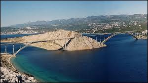 Dans quel pays retrouve-t-on le pont de Krk ?