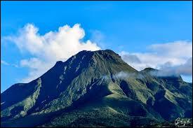 Où se situe la montagne Pelée ?