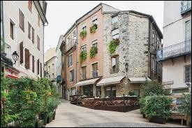 Dans quel département français se situe la ville d'Aubenas ?