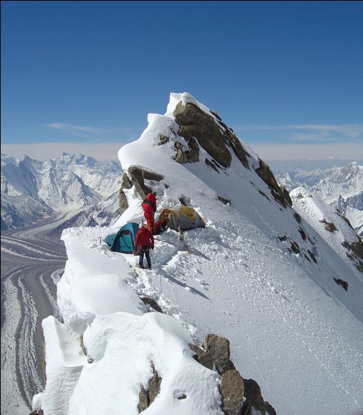 Entre le K2 et l'Everest, lequel est considéré comme le plus compliqué à gravir ?