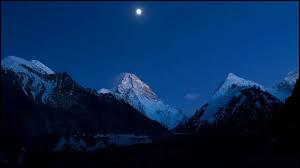 Dans quelle région autonome le K2 est-il situé ?