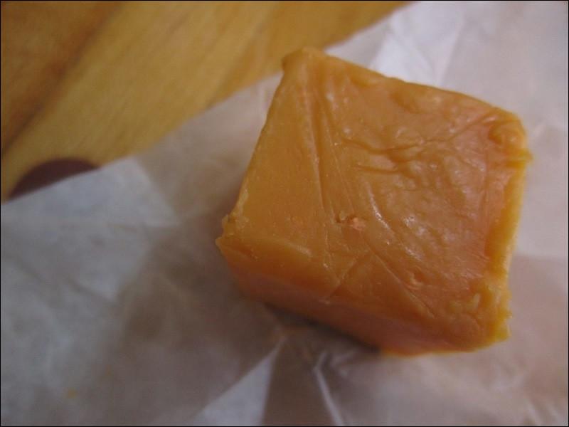 Celui-ci avait été carrément oublié au fond d'une chambre froide pendant ... 40 ans, dans le comté d'Oconto (Wisconsin) : du coup, on l'a vendu hyper cher ! Mais quel est ce fromage très connu ?