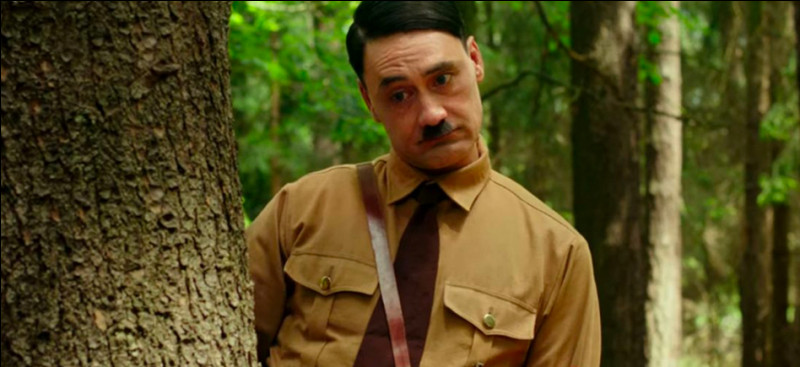 Dans ce film qui est à prendre au deuxième voir au troisième degré, le fils du personnage de Scarlett Johansson est un jeune nazi. Quel est ce film ?