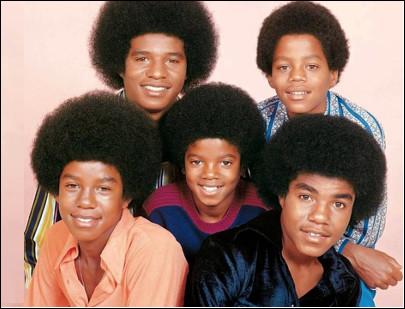 Quel est le nom de ces cinq frères, Jackie, Toriano, Jermaine, Marlon et Michaël qui en 1963 forment les J5, un groupe de soul, R&B, funk, pop et disco ?