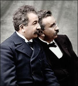 Quel est le nom de ces deux frères, Auguste et Louis, ingénieurs et industriels qui ont joué un rôle primordial dans l'histoire du cinéma et de la photographie ?