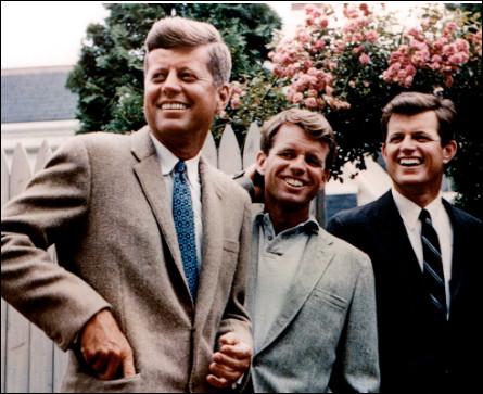 Quel est le nom de ces trois frères, John, Robert et Edward, célèbres politiciens des États-Unis ?