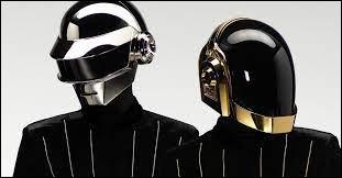 Trouvez le titre de ces deux robots !