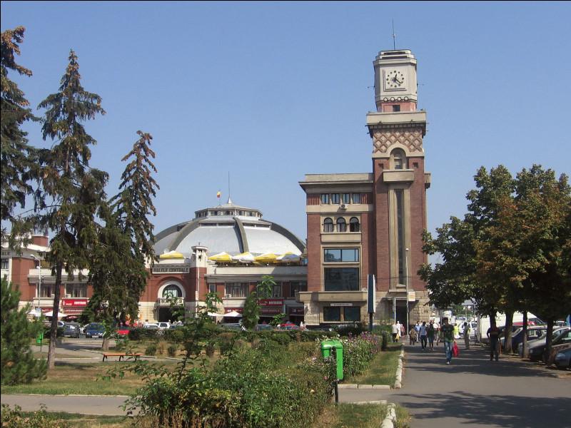 Dans quel pays se trouve Ploiesti, ville de 200 000 habitants ?